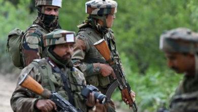 Photo of पुलवामा जिले में मुठभेड़ में सेना का जवान, एसपीओ शहीद