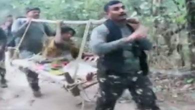Photo of छह किलोमीटर कंधे पर ढोकर महिला को पहुंचाया अस्पताल