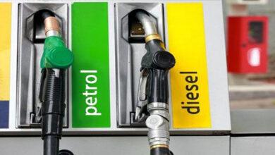 Photo of GST में लाने से भाव घट कर 75, 68 रुपये लीटर तक आ सकते हैं पेट्रोल, डीजल के