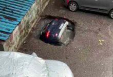Photo of मुंबई: कंक्रीट के फर्श में गड्ढा होने से पानी में डूबी पूरी कार, वीडियो वायरल